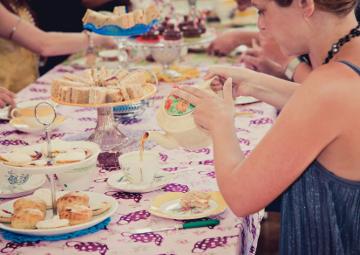 Vintage tea party hen