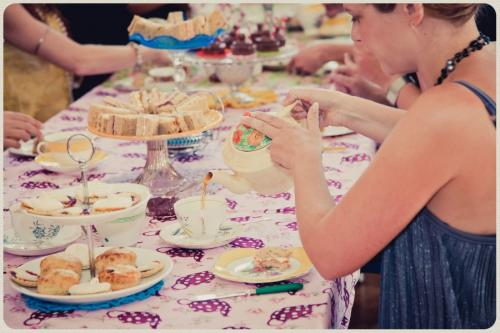 Vintage tea party hen